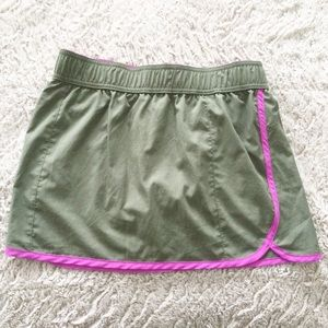 Columbia Shorts Olive Green with Pink Interior XS